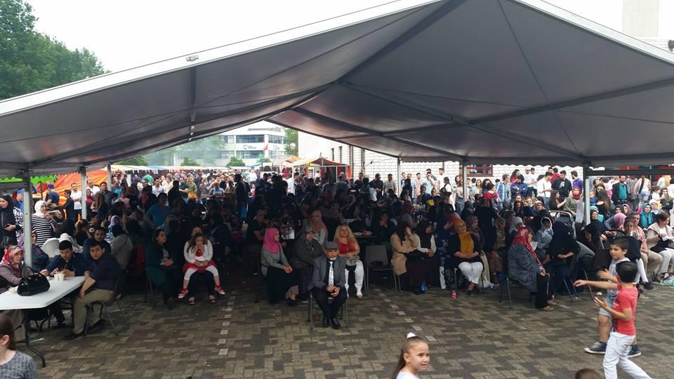 Veel contact met moslims tijdens feestelijke open dagen moskeeën (14)