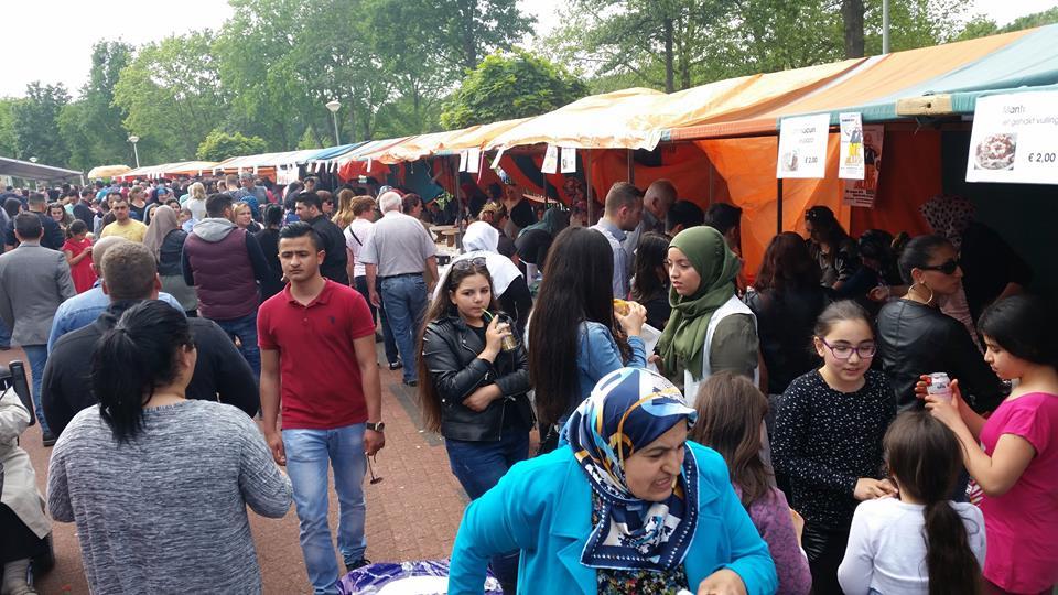 Veel contact met moslims tijdens feestelijke open dagen moskeeën (9)