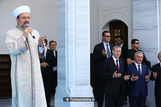Erdoğan opent moskee bij vliegveld van Ankara (2)