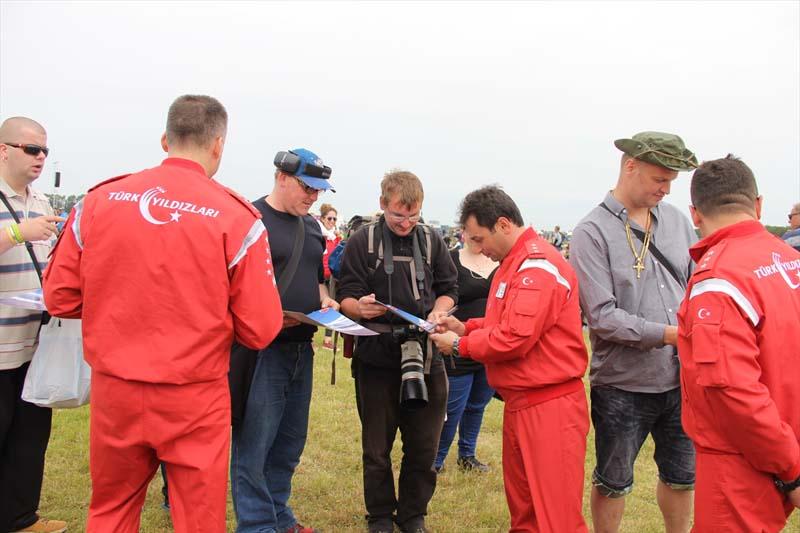 Veel belangstelling voor show Turkse piloten in Nederland (4)