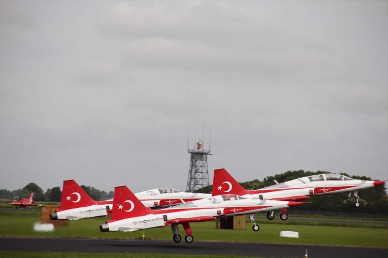 Veel belangstelling voor show Turkse piloten in Nederland