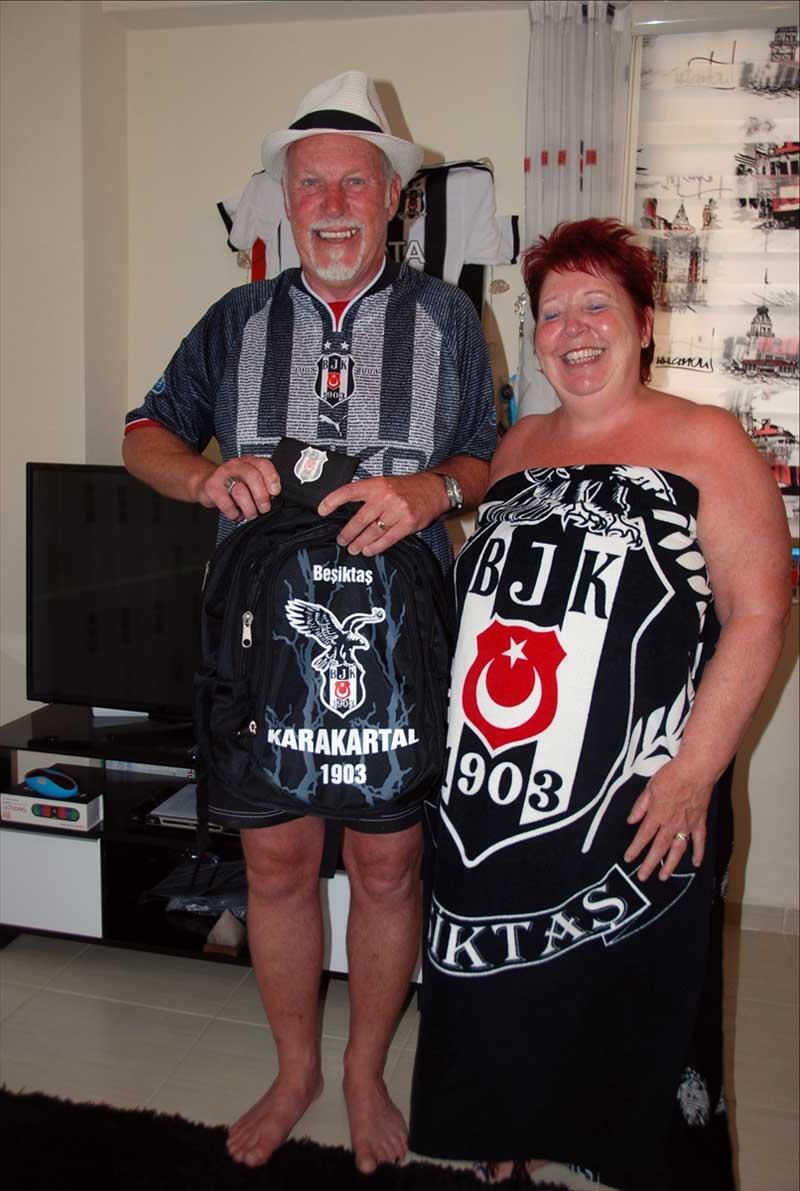 Brit gek op Beşiktaş emigreert naar Turkije (2)