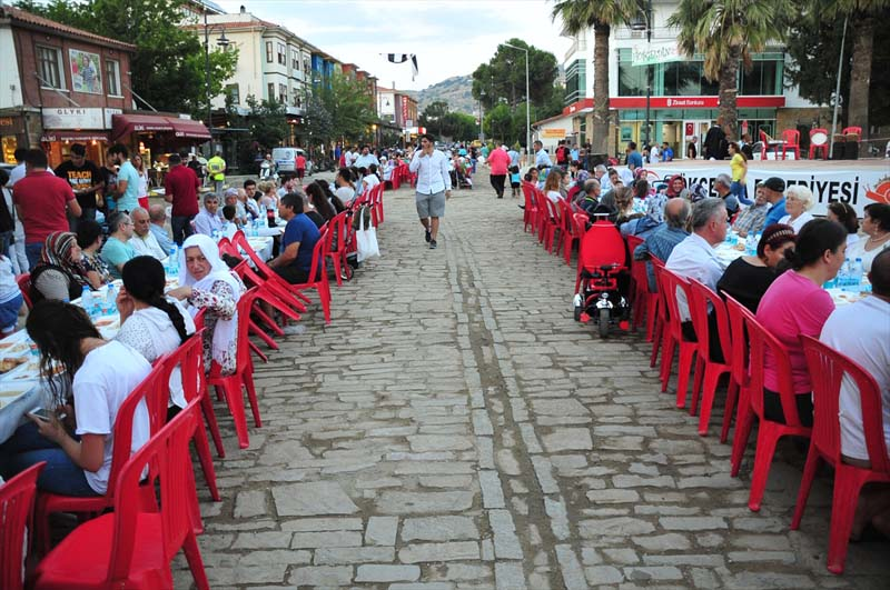 Moslims en christenen bijeen tijdens iftar op Turks eiland (4)