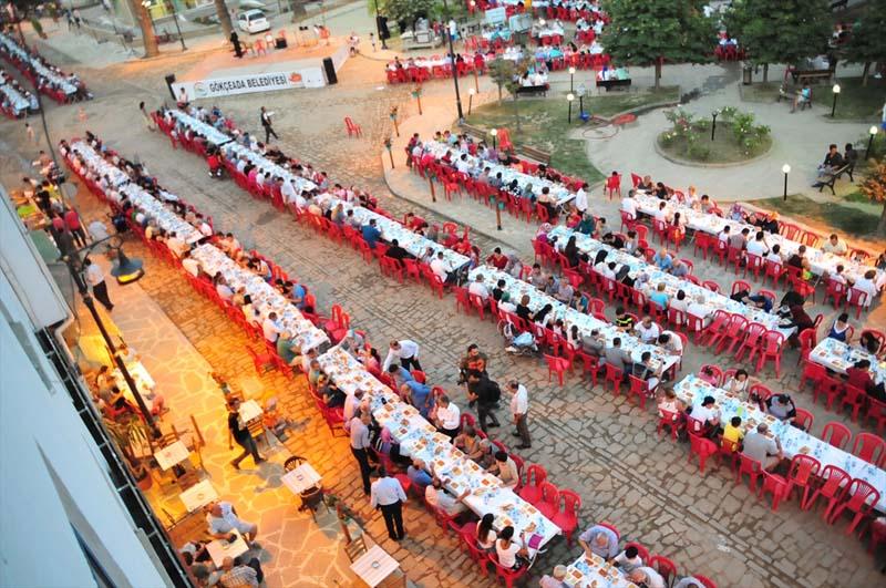 Moslims en christenen bijeen tijdens iftar op Turks eiland (5)