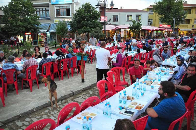 Moslims en christenen bijeen tijdens iftar op Turks eiland (6)