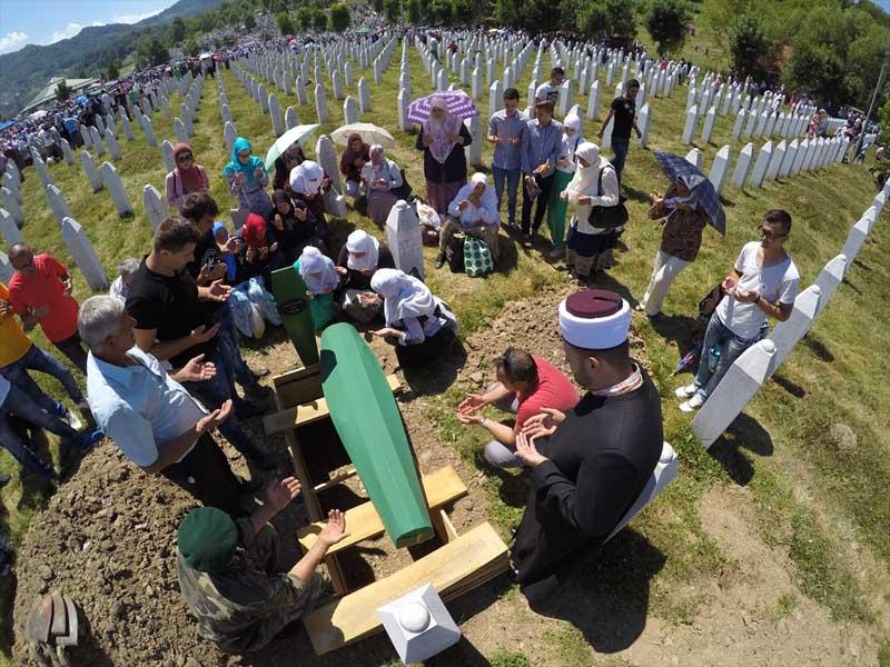 Veel verdriet tijdens herdenking genocide op moslims Srebrenica (3)
