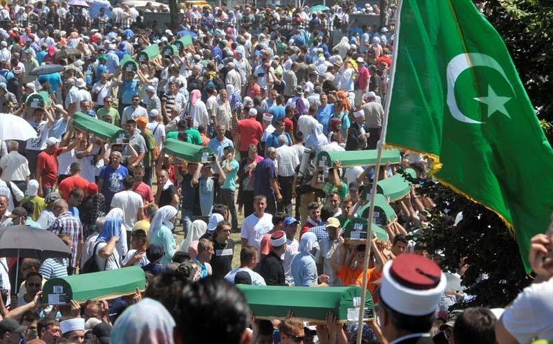 Veel verdriet tijdens herdenking genocide op moslims Srebrenica (5)
