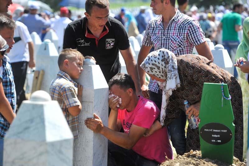 Veel verdriet tijdens herdenking genocide op moslims Srebrenica (6)