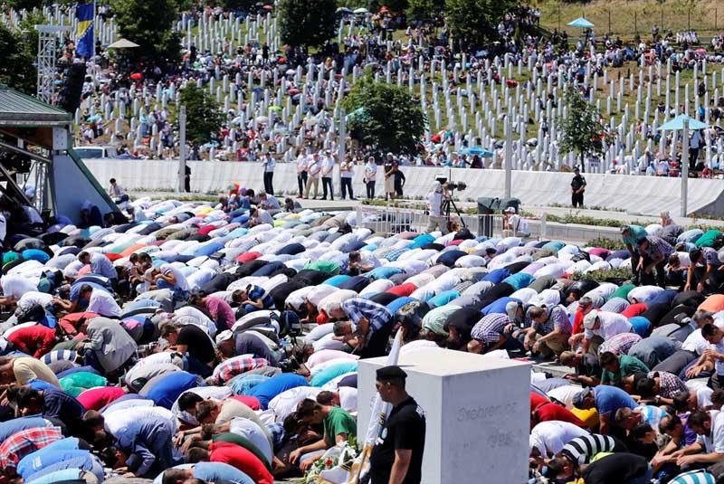 Veel verdriet tijdens herdenking genocide op moslims Srebrenica (7)