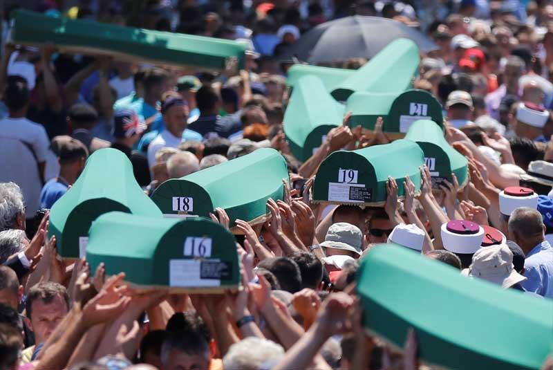 Veel verdriet tijdens herdenking genocide op moslims Srebrenica (8)