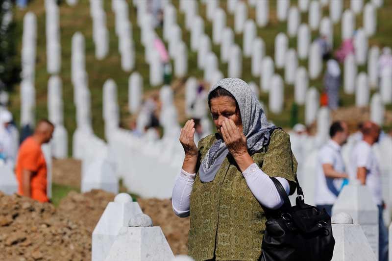 Veel verdriet tijdens herdenking genocide op moslims Srebrenica (9)