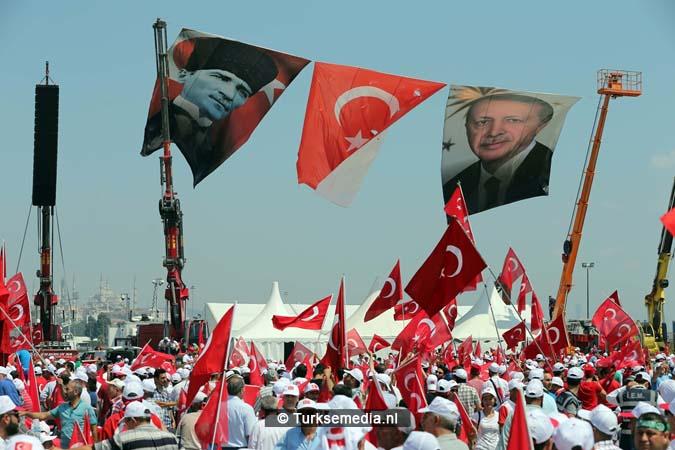 Miljoenen Turken bijeen tijdens historische meeting (11)