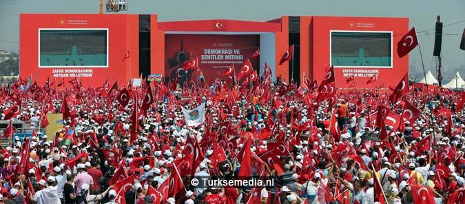 Miljoenen Turken bijeen tijdens historische meeting (12)