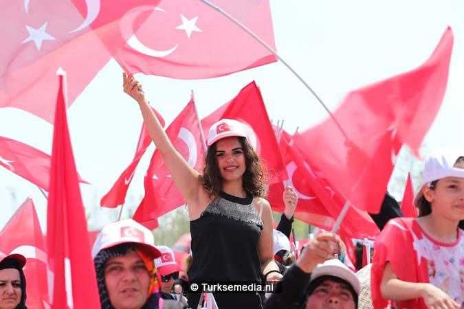 Miljoenen Turken bijeen tijdens historische meeting (15)