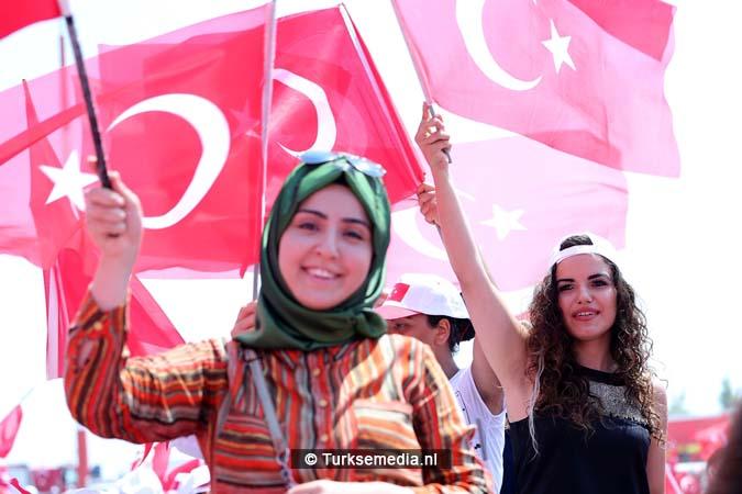 Miljoenen Turken bijeen tijdens historische meeting (16)