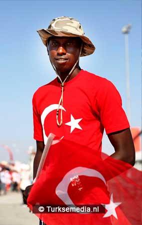 Miljoenen Turken bijeen tijdens historische meeting (2)