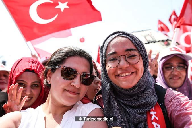 Miljoenen Turken bijeen tijdens historische meeting (20)
