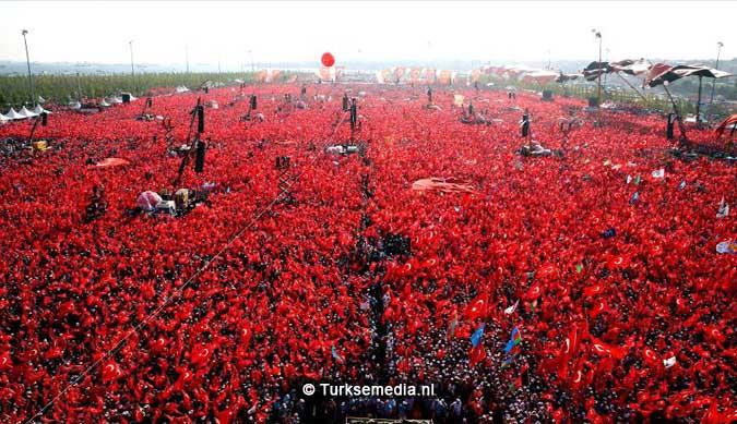 Miljoenen Turken bijeen tijdens historische meeting (50)