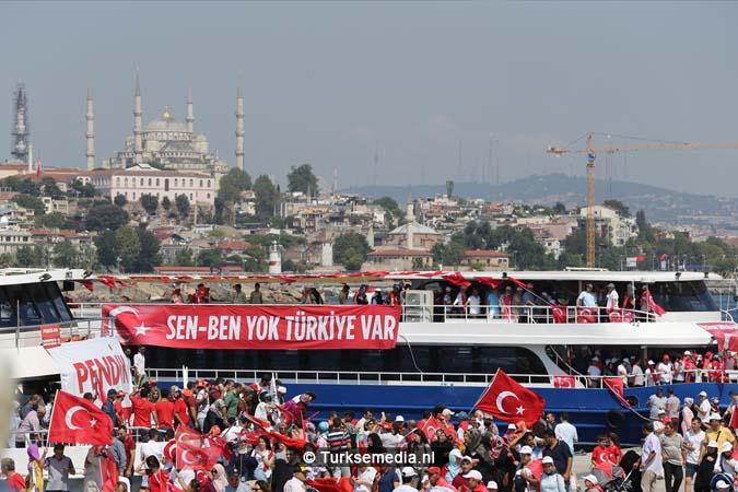 Miljoenen Turken bijeen tijdens historische meeting (6)