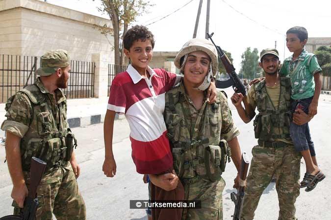 Syrische kinderen vieren vrijheid na Turkse redding Jarablus (5)