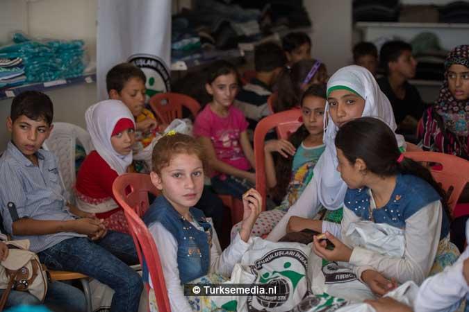 Turkije maakt Syrische weeskinderen dolgelukkig (fotogalerij) (10)
