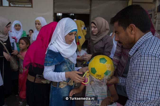 Turkije maakt Syrische weeskinderen dolgelukkig (fotogalerij) (3)