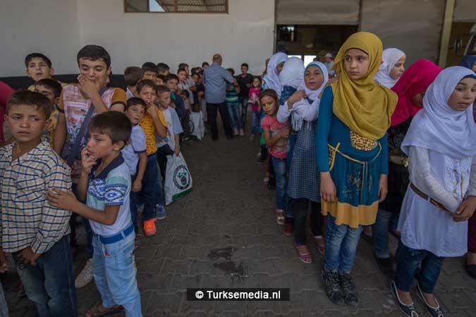 Turkije maakt Syrische weeskinderen dolgelukkig (fotogalerij) (6)