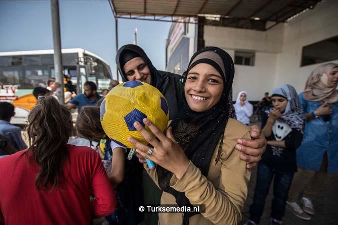 Turkije maakt Syrische weeskinderen dolgelukkig (fotogalerij) (8)