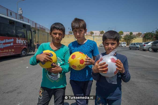 Turkije maakt Syrische weeskinderen dolgelukkig (fotogalerij) (9)