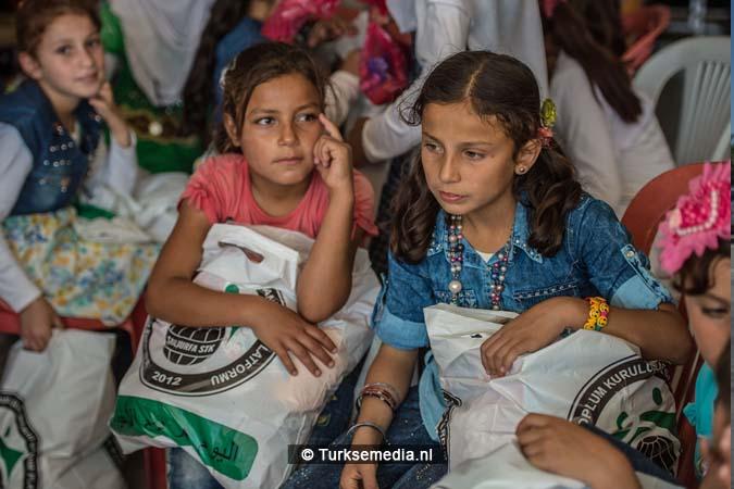 Turkije maakt Syrische weeskinderen dolgelukkig (fotogalerij)