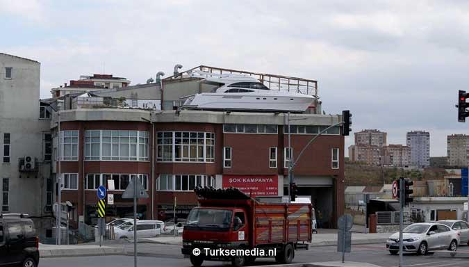 turk-bouwt-luxe-jacht-en-dat-op-eigen-terras-3