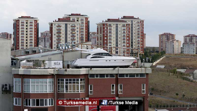 turk-bouwt-luxe-jacht-en-dat-op-eigen-terras