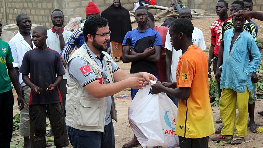 turken-helpen-miljoenen-mensen-over-de-hele-wereld-tijdens-offerfeest-2-3
