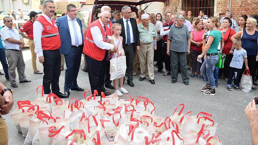 turken-helpen-miljoenen-mensen-over-de-hele-wereld-tijdens-offerfeest-7