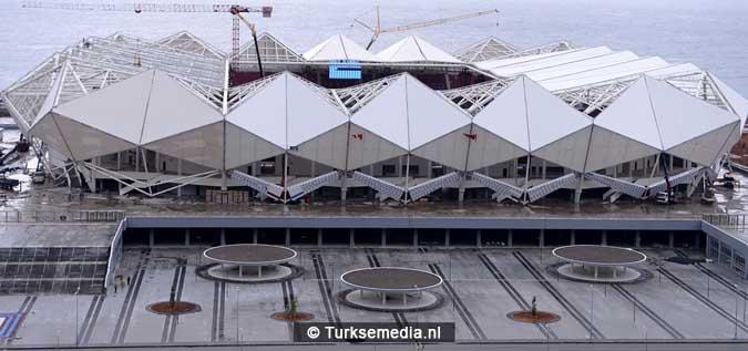 stadion-trabzon-met-uniek-dak-bijna-afgerond-fotos-3