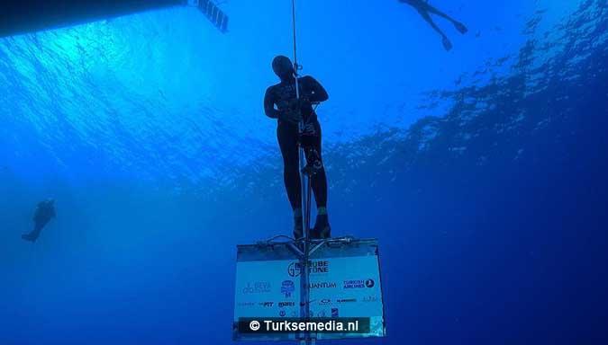 turkse-duiker-breekt-wereldrecord1