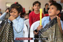 voorbeeldgedrag-turkse-scholieren-helpen-syrische-kinderen