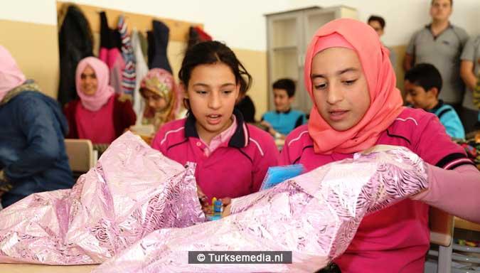 voorbeeldgedrag-turkse-scholieren-helpen-syrische-kinderen-3