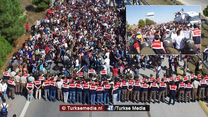 syriers-turkije-gooi-de-grenzen-open