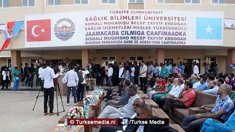 turkije-blijft-somalie-helpen-opent-gezondheidsinstituut