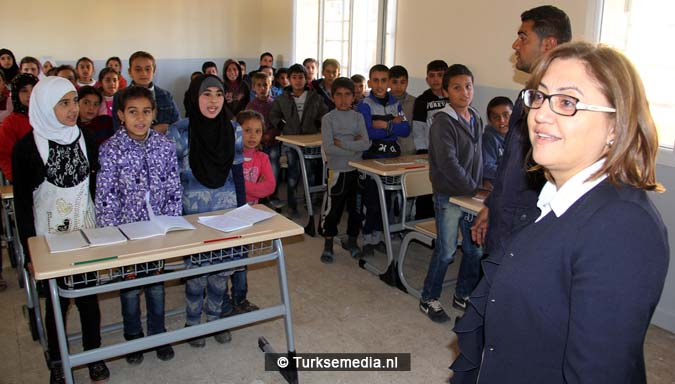 vreugde-turkije-renoveert-nog-een-syrische-school-ouders-bidden-als-dank-5