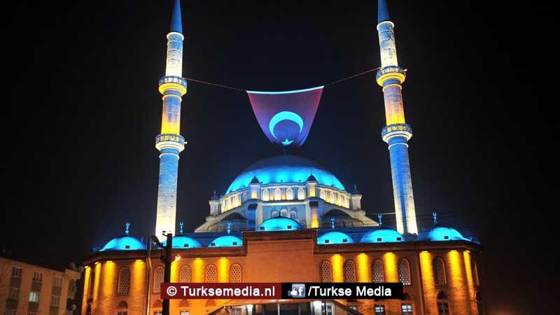 90000-turkse-moskeeen-lezen-koran-uit-voor-slachtoffers