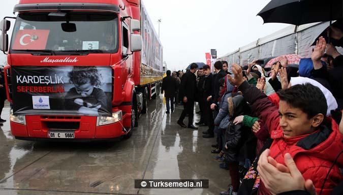 barmhartige-turken-nog-eens-221-vrachtwagens-vol-hulpgoederen-naar-syrie-2