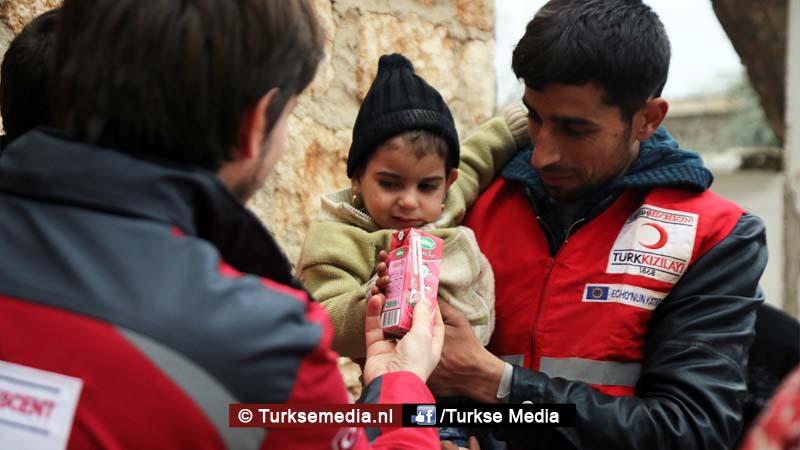 familieleden-turkse-premier-sturen-hulp-uit-eigen-zak-naar-syrische-kinderen