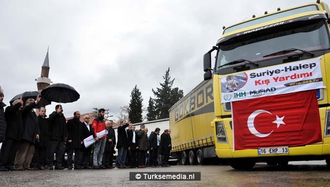 turken-massaal-naar-grens-syrie-voor-hulp-aleppo-12