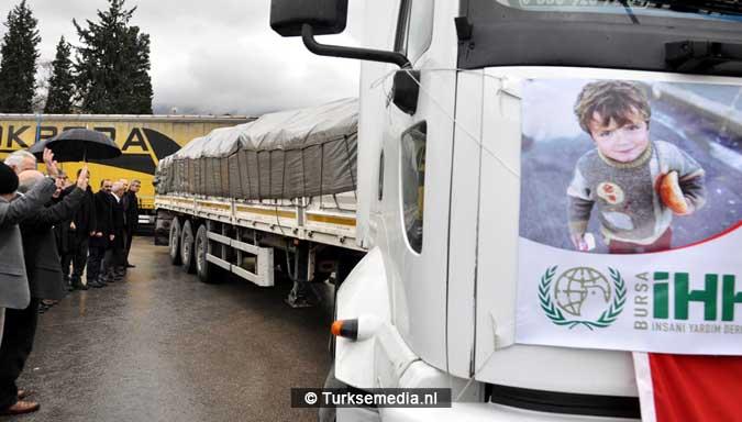 turken-massaal-naar-grens-syrie-voor-hulp-aleppo-3