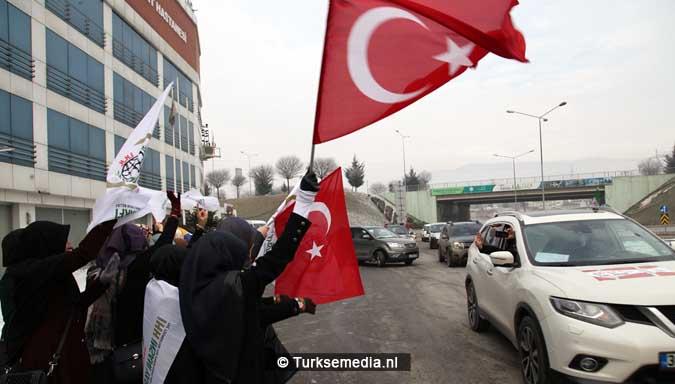 turken-massaal-naar-grens-syrie-voor-hulp-aleppo-6