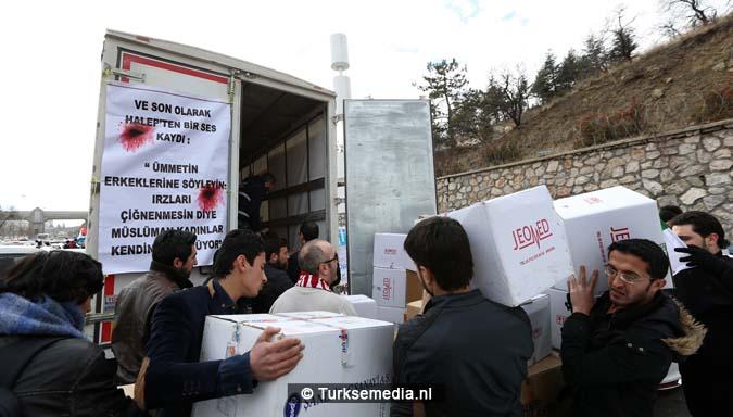 turken-massaal-naar-grens-syrie-voor-hulp-aleppo-8