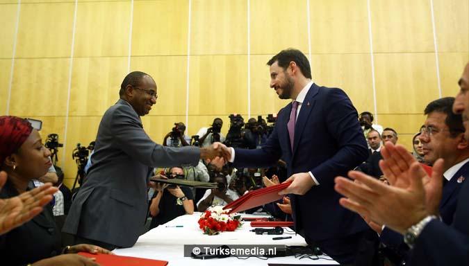 Erdoğan boort het Westen de grond in vanuit 'leeggeroofde' Afrika 7