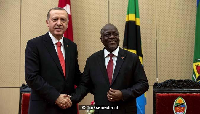 Erdoğan boort het Westen de grond in vanuit 'leeggeroofde' Afrika 8